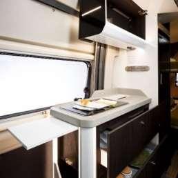 Cocina y almacenamiento Benivan 119. Autocaravana