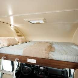 Cama Superior Benimar Sport 323. Autocaravana