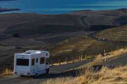 Autocaravana carretera costera. Caravantures: Alquiler de Autocaravana en Asturias