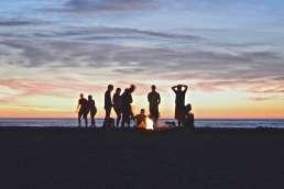 Atardecer en la playa. Caravantures: Alquiler de Autocaravana en Asturias
