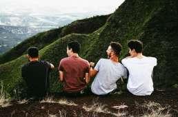 Grupo de amigos en montaña